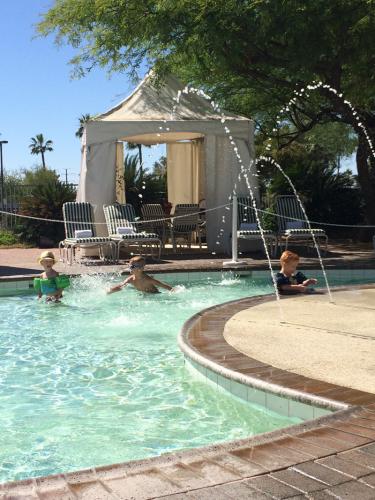 Toddler-Pool-Grand-Oasis-Water-Park