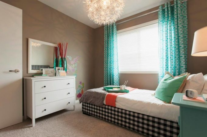 Girls Room Plaid Bed